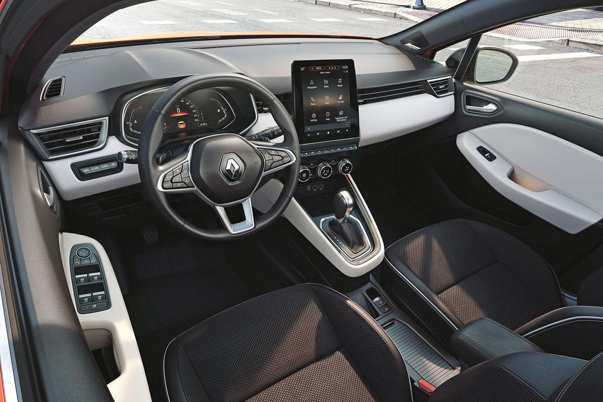 Interiér nového Clia prinesie celkom novú kvalitu. Tak z pohľadu materiálov a spracovania, ako aj v oblasti technológií. Šokuje najmä displejmi. V najdrahšej verzii dostane 9,3-palcový virtuálny kokpit a 10-palcové multimediálne rozhranie.
